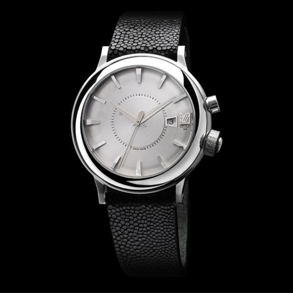 fashion toast rumi neely porte une montre march la b. Black Bedroom Furniture Sets. Home Design Ideas